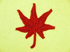 beautiful crocheted maple leaf.  free crochet chart. (blog is in Japanese)