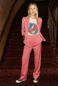 cool Dree Hemingway trug ein zerrissenes Up Grateful Dead T-Shirt mit einem rosafarbenen Anzug von Gucci Last Night