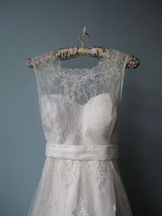 Gahhh...I don't know what I love more...the hanger or the lace.