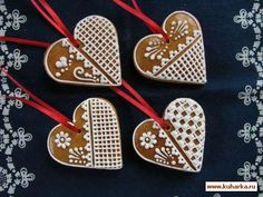 Easy Christmas Cookies Decorating, Gingerbread Christmas Decor, Gingerbread House Designs, Gingerbread Crafts, Christmas Baking, Cookie Decorating, Gingerbread Cookies, Lace Cookies, Honey Cookies