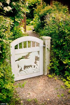 I HAVE TO MAKE... a little gate like this for my little pebbles... my puppy  ~Shii