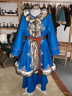 Interpretation Mongolisches Gewand /Mongolian dress Handstickerei / handmade embroidery