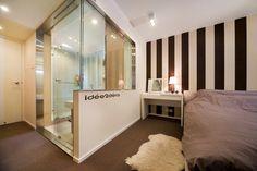 Déco : petite salle de bain avec baignoire et douche