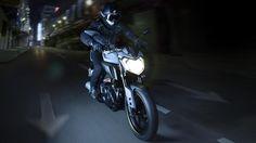 2016-Yamaha-MT125-EU-Night-Fluo-Action-001
