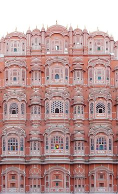 You've sure seen photos of Jaipur, also known as India's pink city. Here is our luxury travel guide to all things shopping, sightseeing, eating, and more!
