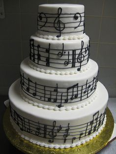 Just LOVE this music note wedding cake - so. ridiculously. cute!
