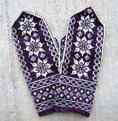 Ravelry: Lotus Mittens pattern by Heather Desserud stranded colorwork knit