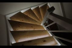 Led-lys: Smart med lys i trappen - DinSide Stairs, Led, Home Decor, Creative, Stairway, Decoration Home, Room Decor, Staircases, Home Interior Design