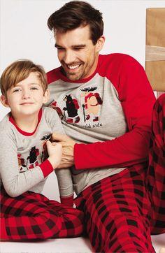 Pijama con motivos navideños informales y divertidos: personajes bosques canadienses: castor, alces, osos... algodón 100%. a juego para toda la familia.