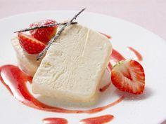 Vanilleparfait mit frischen Erdbeeren ist ein Rezept mit frischen Zutaten aus der Kategorie Süße Sauce. Probieren Sie dieses und weitere Rezepte von EAT SMARTER!