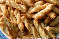 Sajtos csavart | Receptkirály.hu Hungarian Desserts, Hungarian Cuisine, Hungarian Recipes, Hungarian Food, Snack Recipes, Cooking Recipes, Healthy Recipes, Ital Food, Savory Pastry