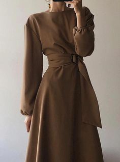 Minimal and Chic Outfits Ideas modest fashion Minimal and Chic Outfits Ideas Modest Fashion, Hijab Fashion, Korean Fashion, Fashion Dresses, Feminine Fashion, Look Fashion, Fashion Models, Autumn Fashion, Womens Fashion