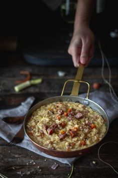 Τραχανότο με χωριάτικο λουκάνικο, καρότα και πράσο - Teti's flakes Organic Cookies, Organic Pasta, Deep Frying Pan, Recipe Notes, 4 Ingredients, Food Print, Carrots, Sausage, Side Dishes