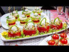 (103) Jajko w pomidorowym koszyczku i ciekawe koreczki na imprezę, spróbuj! 🍽️ - YouTube Snacks, Easter Recipes, Entrees, Cake Recipes, Cocktails, Eggs, Table Decorations, Baking, Versuch