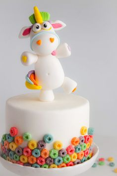 Colorful Fondant Unicorn Cake decorated with Fruit Loops Baby Cakes, Cupcake Cakes, Oreo Cupcakes, Cute Cakes, Yummy Cakes, Bolo Fondant, Fondant Cakes Kids, Fondant Cake Designs, Cake Kids