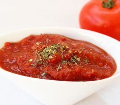 Weekend project? Make a big batch of this Homemade Marinara Sauce made easy with Muir Glen Organic tomatoes, by eatreallivewell. Great to have on hand for pizza, pasta & meatball subs!