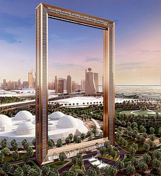 Una cornice gigante, un'enorme conchiglia come banca e un anello spaziale per museo: ecco i progetti più bizzarri che Dubai inaugurerà entro il 2015.