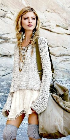 Modern Bohemian fashion trend, street style grunge casual long sleeved sweater, hippie layered necklaces & oversized purse. For the BEST Boho chic inspiration & Jewelry trends FOLLOW http://www.pinterest.com/happygolicky/the-best-boho-chic-fashion-bohemian-jewelry-gypsy-/
