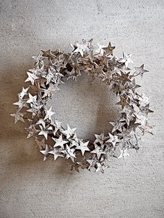 Frosted with muted glitter, the Starry Birch Wreath is a unique alternative to a traditional Christmas wreath. Perfectly festive yet understated, it consists of many small birch stars, woven together to create an elegant decoration. Scandi Christmas, Noel Christmas, Christmas Is Coming, Winter Christmas, All Things Christmas, Christmas Wreaths, Christmas Crafts, Theme Noel, Diy Weihnachten