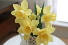 6 yellow daffodils - crepe paper daffodils - daffodils decoration- wedding decoration- bridal bouquet- paper flower- party decoration.