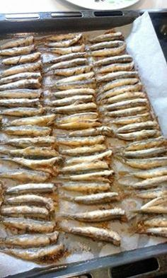 Sardellen in der Ölpaste ! Greek Recipes, Desert Recipes, Fish Recipes, Seafood Recipes, Appetizer Recipes, Cooking Recipes, Healthy Recipes, Cooking Pork, Fish Dishes