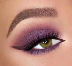 Impressive Evening Makeup Eyeliners - Now the eyeliner can almost become the protagonist of an eye makeup, even on the one hand, pulling - Eyeliner Designs, Eyeliner Ideas, Smokey Eye Makeup, Eyeshadow Makeup, Winged Eyeliner, Makeup Tips Over 50, Evening Eye Makeup, Lila Palette, Mascara