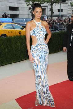 The 2016 Met Gala's best looks of the night: Kendall Jenner http://en.louloumagazine.com/celebrity/red-carpet/the-2016-met-gala-best-looks-of-the-night/ / Gala du Met 2016: les plus beaux looks Kendall Jenner http://fr.louloumagazine.com/stars/tapis-rouge/gala-du-met-2016-les-plus-beaux-looks/