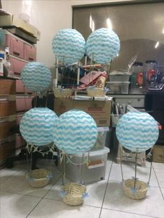 Hot Air Balloons with Teddy Bear! #decoracionbabyshowerboy