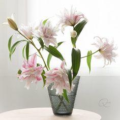 by Oiva Toikka #iittala #oivatoikka #kastehelmi #lily Rose Lily, Glass Vase, Helmet, Flowers, Beautiful, Home Decor, Decoration Home, Hockey Helmet, Room Decor