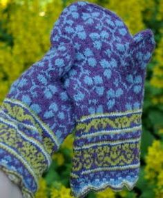 Latvian mitten pattern in updated colors