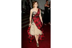 Indimenticabile l'abito di Alexander McQueen scelto da Sarah Jessica Parker nel 2006  Credits: Photo by GettyImages