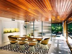 A beautiful Richard Neutra house, see more of his masterpieces clicking on the image.