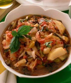 """FRICANDO' piatto tradizionale della cucina Emiliana, dove melanzane, zucchine, peperoni, patate, polpa di pomodoro, basilico, aglio e olio extravergine di oliva si uniscono formando una specie di stufato di verdure tutte cotte separatamente in precedenza. Il nome ha origine latina, deriva da """"frico"""" che significa """"sfrigolare per indicare un piatto che viene condito con dell'olio#Gourmet #Foodie #FoodBlogger#CarnevaliLuigi https://www.facebook.com/IlBuongustaioCurioso/"""