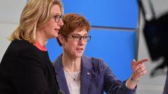 #Saarland  #CDU #und #SPD #einigen #sich #auf Koalition #Saarland              Saarland CDU #und #SPD #einigen #sich #auf Koalition    Etwa #einen Monat #nach #der #Wahl #im #Saarland #haben #CDU #und #SPD #ihre Koalitionsverhandlungen #erfolgreich abgeschlossen: #Die #Grosse Koalition #wird #fortgesetzt.       &13; &13; &13; &13;   DPA