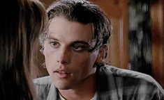 Skeet Ulrich circa 1996 is the hottest thing ever. I'm not big on horror movies, but the only reason I would watch Scream is because of that face. Vanessa Morgan, Scream Movie, I Movie, Scream 1, Petsch, Skeet Ulrich, Ghost Faces, Horror Films, Scary Movies