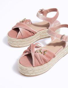 Flatform yute joyas terciopelo - Zapatos de tacón | Stradivarius España