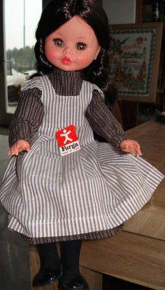 PAR AMOUR DES POUPEES : KATRIEN, 44CM, FURGA Katrien a été poupée du magazine Ariadne en 1975 en même temps que Tina.