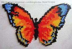 Papillon multicolore en perles à repasser - Création réalisée par : Vivi