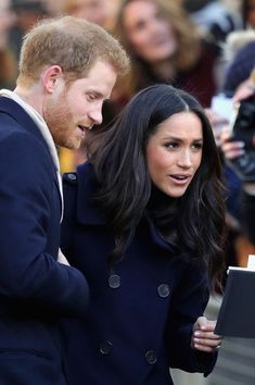Meghan Markle Photos - Meghan Markle visits Nottingham Contemporary on December 1, 2017 in Nottingham, England. Prince Harry and Meghan Markle announced their engagement on Monday 27th November 2017 and will marry at St George's Chapel, Windsor in May 2018. - Prince Harry & Meghan Markle Visit Nottingham