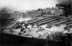 18 mars 1871 : La Commune de Paris débute   Le parc d'artillerie de la butte Montmartre le 18 mars 1871
