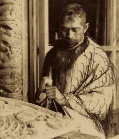 Tene Waitere, master carver, Ngāti Tarāwhai. He worked on Te Tiki-o-Tamamutu, Kearoa, Rauru, Tuhoromatakaka, Uenukukopako, Tiki and Hinemihi. Once Were Warriors, Polynesian People, Maori People, Maori Designs, New Zealand Houses, Maori Art, Ancient Jewelry, Ocean Art, Mythology