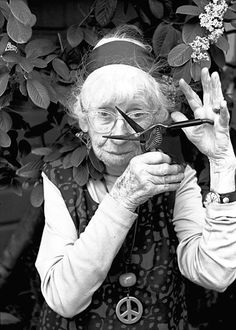 Imogen Cunningham photographed by Abe Frajndlich. (A Cronse with scissors, what could be more  archetypal?) Atropos in the flesh!
