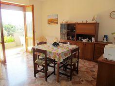 pineto - soggiorno http://www.immobiliarepineto.it/appartamenti-trilocali-3-locali-/quartiere-delle-nazioni-ampio-trilocale-con-cantina.html