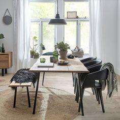 Saml familien og jeres venner omkring vores True spisebord som har massere af bordplads  #Spisestue #Indretning #IDEmøbler #Bolig #Spisebord