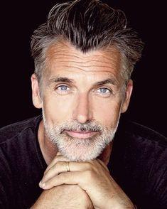 Handsome Older Men, Handsome Faces, Handsome Man, Salt And Pepper Beard, Silver Foxes Men, Best Beard Oil, Beard Grooming Kits, Fox Man, Grey Beards