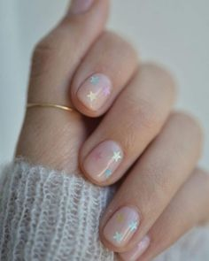 Nagellack-Trends Diese Farben tragen wir jetzt auf unseren Nägeln Of course, the most fashionable colors on the nails – and those ranging from natural nude – to the beauty trends 2018 are also part of it Us Nails, Hair And Nails, Nails 2016, Nail Polish Trends, Clear Nails, Nagel Gel, Trends 2018, Nail Inspo, Christmas Nails