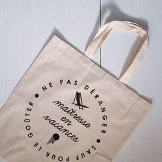 Image of Maître/maîtresse en vacances - pdf Tote Bag Maitresse, Diy Cadeau Maitresse, Diy Tote Bag, Reusable Tote Bags, Advent, Cadeau Couple, Crafts For Kids, Diy Crafts, Holiday List