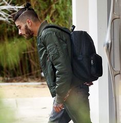Zayn Malik Leaves Home With Guitar After One Direction Exit: Photo - Us Weekly Ponytail Hairstyles For Men, Haircuts For Long Hair, Haircuts For Men, Short Hair, Zayn Mallik, Zayn Malik Photos, Style Zayn Malik, Hair And Beard Styles, Long Hair Styles