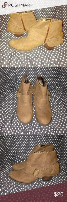 Dream out loud boots by Selena Gomez *Preowned *a few Scratches *Very Cute *By Selena Gomez  *Clean Inside 💕Make Me An Offer💕 Dream Out Loud by Selena Gomez Shoes Ankle Boots & Booties