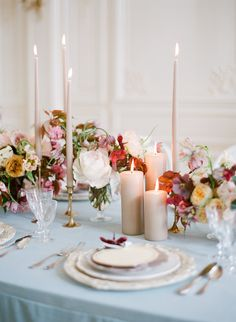 A Storybook Parisian Wedding Inspiration That's Fit for Fiction - Tabelle Ideen Wedding Table Settings, Wedding Table Centerpieces, Flower Centerpieces, Reception Decorations, Centerpiece Ideas, Tall Centerpiece, Parisian Wedding, Floral Wedding, Wedding Bouquets